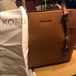 Michael Kors Jet Set leather tote. Used 2-3 times.
